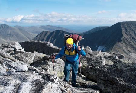Escursionista in montagna, degli Urali, Russia Archivio Fotografico - 29876479