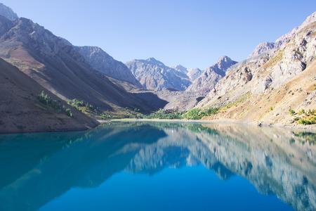 中央アジア、Tajilistan、ファンの山々 の美しい山湖