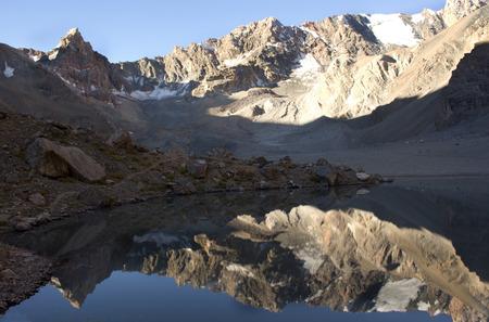 Bellissimo lago di montagna in Asia centrale, Tajilistan, Fann Monti Archivio Fotografico - 38349330