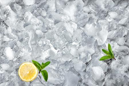 砕いた氷、トップ ビューで背景 写真素材