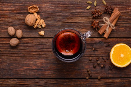 trompo de madera: Mulled wine punch and spices for glintwine on vintage wooden background top view