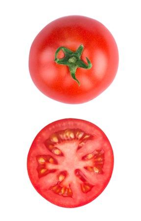 견해: 토마토 반 조각 흰색 배경에 고립, 평면도