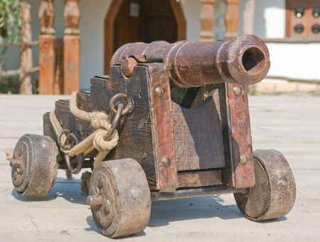 muzzle loading: old style cannon