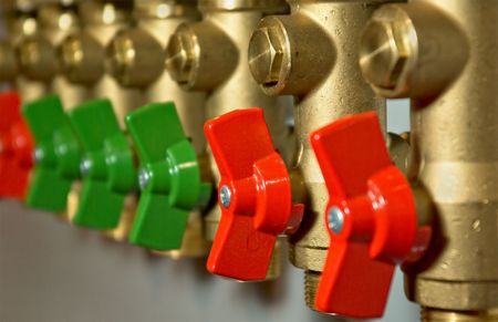 Compact brass distributor with red valves