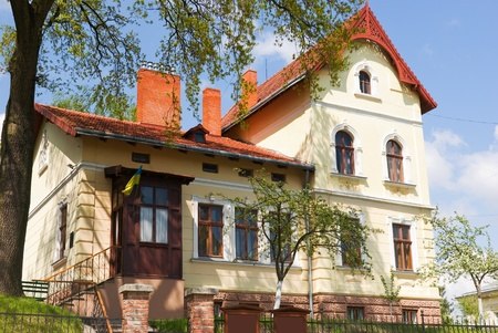 detached old house in downtown exterior view Stock Photo - 9786422