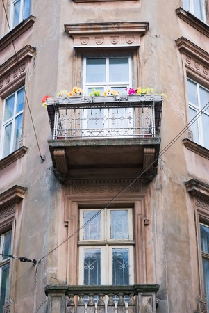 Facade of a building with a balcony and flowers.