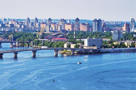 Bridge over the river, cityscape Standard-Bild