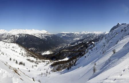 bardonecchia: Landscape from a peak of Bardonecchia during winter season