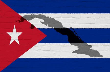 Bandera de Cuba en una pared de piedra blanca Foto de archivo