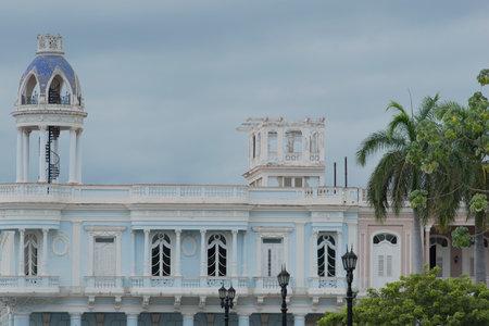 streetlife: Trinidad sidestreet and old buildings
