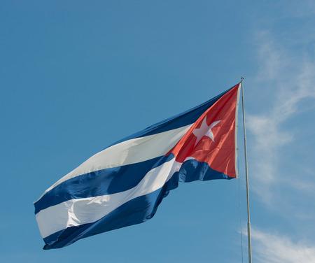 bandera cuba: bandera de Cuba antes de cielo azul y el sol