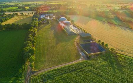 Le biogaz prévoit la production d'électricité et l'énergie Banque d'images