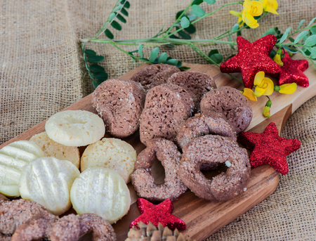 Christmas cookies baked and decorated on wooden board 免版税图像