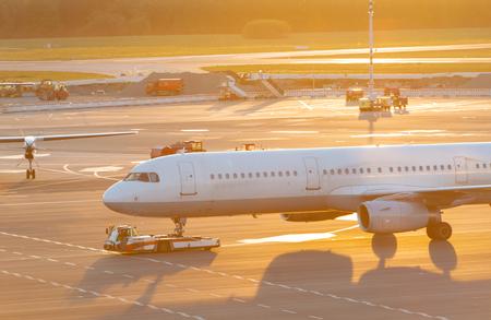 Airplane handling at a gate at Hamburg airport Фото со стока - 123871528