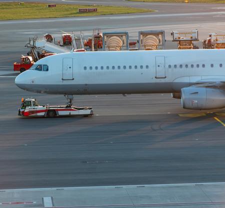 Airplane handling at a gate at Hamburg airport Фото со стока - 123871531