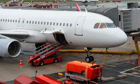 Airplane handling at a gate at Hamburg airport Banco de Imagens