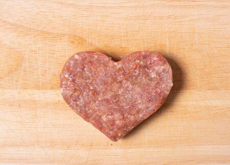 Minced meatballs prepared into a meatball heart for cooking Zdjęcie Seryjne