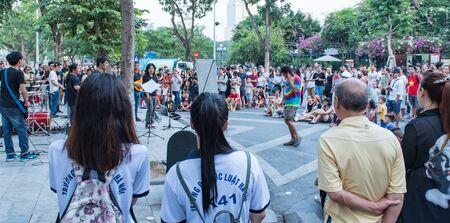 Vietnamese street musicians make music for the people in Hanoi, Vietnam Stok Fotoğraf