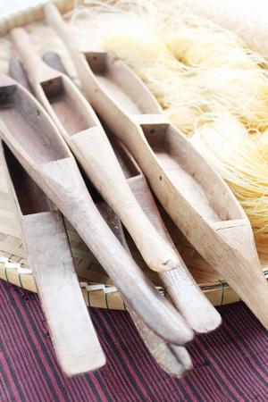 weaving: Shuttle weaving