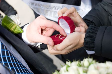 two wedding rings in the box which takes a man photo