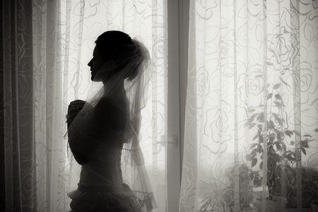 Schatten der Braut mit blumenstrauss
