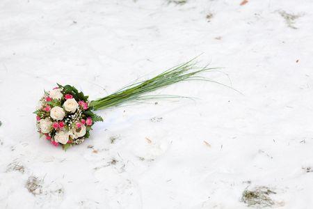 Hochzeit Blumen auf dem Schnee Standard-Bild