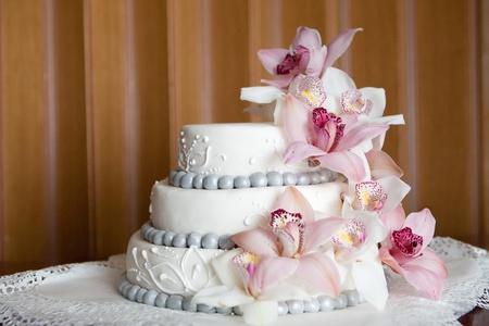 Widding Kuchen mit rosa Blüten Standard-Bild