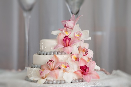 widding cake with pink flowers photo