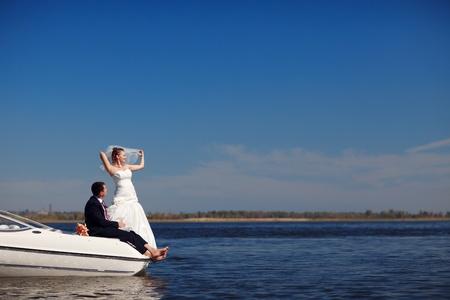 glückliche Paar auf der Yacht