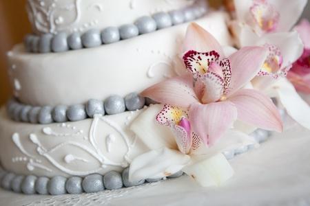 Widding Kuchen mit rosa Blumen Standard-Bild