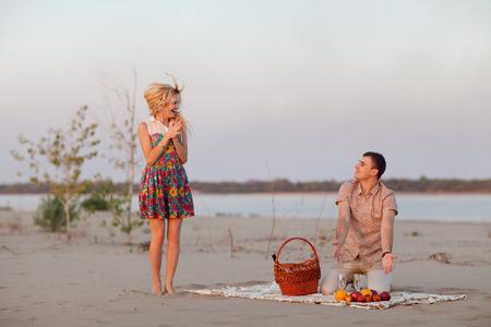 pareja con vid aire libre