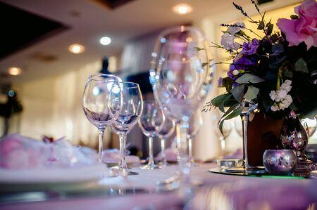 beautiful wedding table, wedding table setting, glasses, flowers