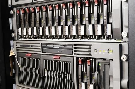mounted: Rack gemonteerde blade servers en storage-systeem