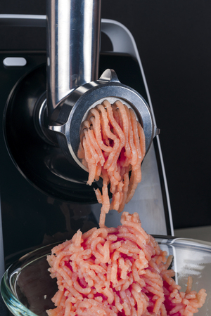 mincing: Mincing machine and meat