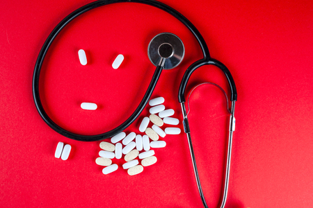 sobredosis: Pills ,tablets and stethoscope on white background Foto de archivo