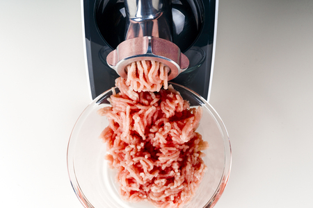 Mincing machine and meat. preparation of minced raw meat.