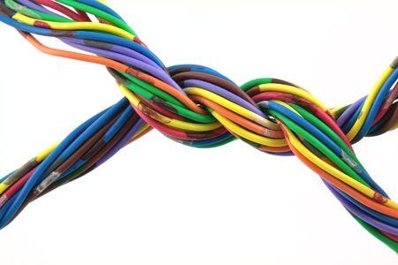 cable red: Islated trenzado cables sobre fondo blanco
