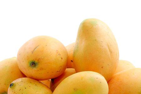 Gelb Natur Mango Obst Hintergrund. Standard-Bild