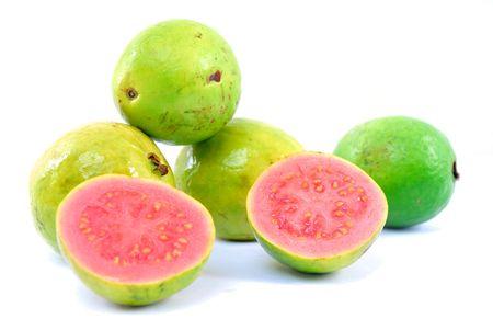 guayabo: Guayaba fruta fresca m�s de fondo blanco.  Foto de archivo