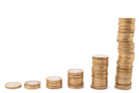 plundering: Stapel met munten groeien op witte achtergrond.