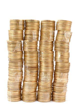 plundering: Stapel munten steeds op een witte achtergrond. Stockfoto