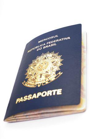 Neue brasilianischen Pass auf weißem Hintergrund. Standard-Bild - 3146471