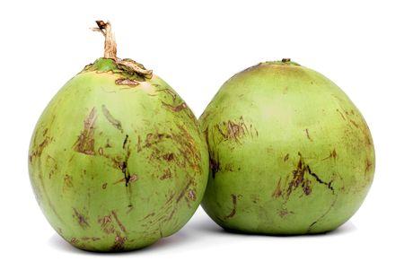 Zwei Coconut Früchte auf weißem Hintergrund. Standard-Bild - 3422882