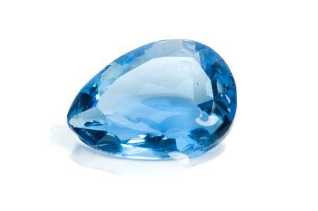 Aquamarine Edelsteine auf weißem Hintergrund. Standard-Bild - 5785190
