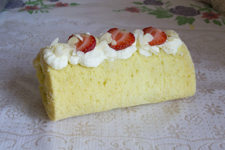biscuit roll with strawberry and cream