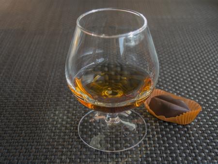 Cognac with chocolate in form of lips Banco de Imagens