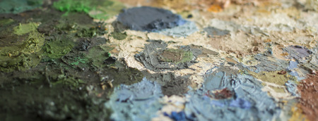 Cropped detail of dry oil paint on a palette Imagens