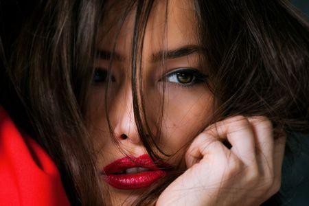 soft focus: Retrato de joven bella, enfoque suave