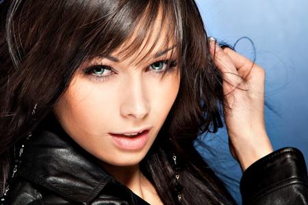 Augen dunkle sommersprossen blaue haare Kurze Haare