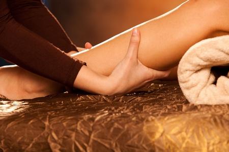 massage jambe: technique de massage des jambes dans le spa